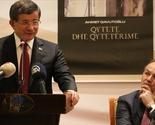 """Priština: Ahmet Davutoğlu promovisao knjigu """"Gradovi i civilizacije"""""""
