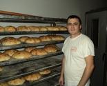 Albanac svakog dana već 4 godine hrani bolesnu decu u Vranju: Njegovi klinci se i igraju sa njima, a u pekari rade i Srbi