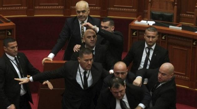 Albanska opozicija gađala jajima Edija Ramu