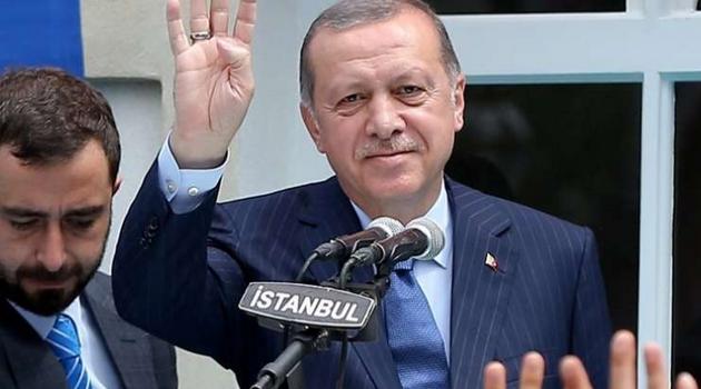 Znate li zašto predsjednik Erdogan pozdravlja sa četiri prsta?
