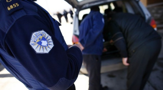 Na graničnom prelazu vrbnica uhapšen kosovski policajac sa 500 grama kokaina