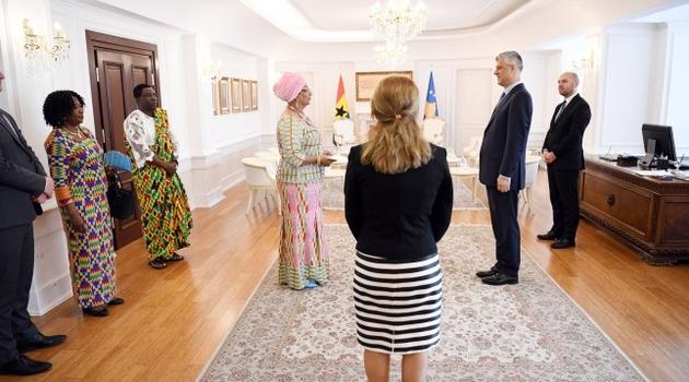 Ambasadorka Gane došla na Kosovu lično da demantuje Srbiju, predala akreditive