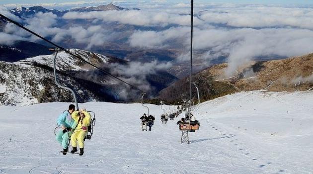 Paralelne strukture uklonili zastave Kosova i razbili kancelarije Skijaške federacije na Brezovici