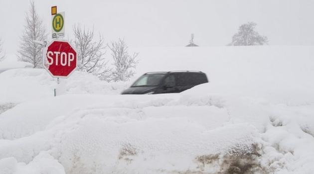 Vanredna situacija u Austriji i Njemačkoj: Očekuje se još 3 metra snijega