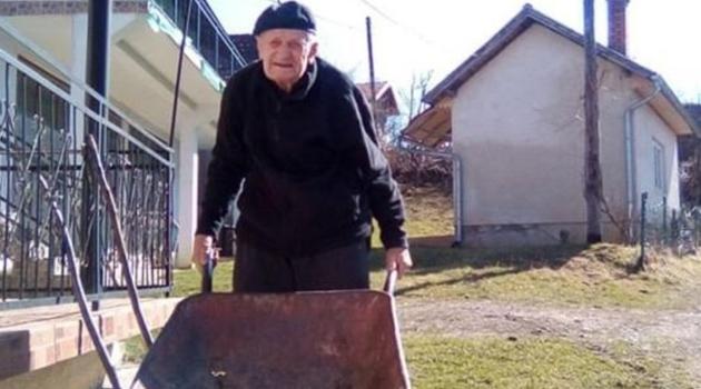 Napunio 101 godinu, aktivno se bavi poljoprivredom i uživa