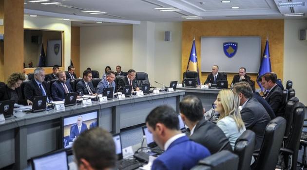 Vlada isplaćuje preko milion evra za plate Srba koji ne rade