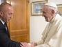 Papu zbog Kosova dozivaju u Srbiju